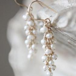 delicate earrings freshwater pearl, wedding earrings, bridal jewelry, white cluster gold filled bridal wedding jewelry acessori